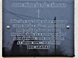 Emléktábla a Szent Péter és Pál templom falán